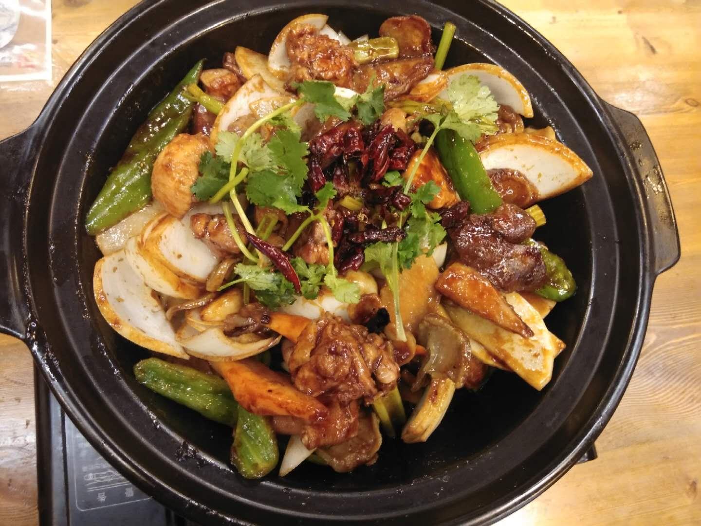 铁西区正宗小广东鸡煲加盟费「小广东鸡煲供应」
