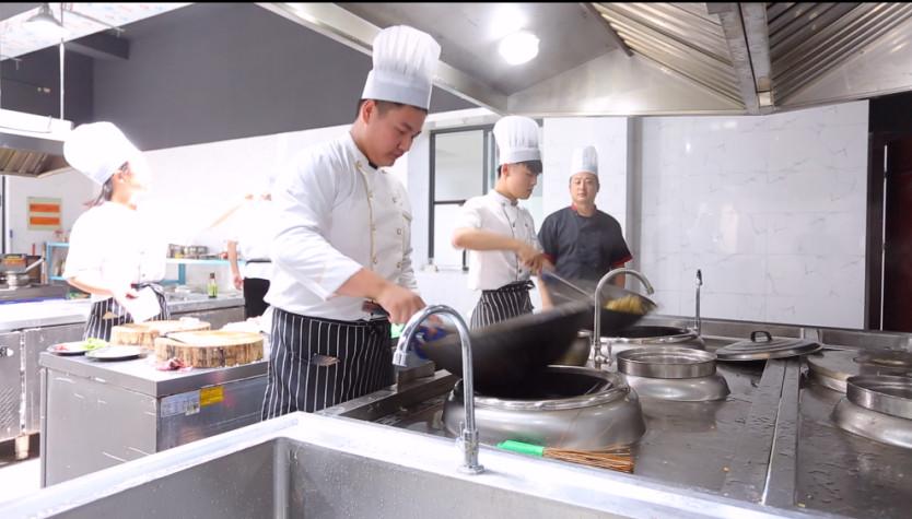 启东厨师培训中心「如皋市金桥职业技能培训供应」