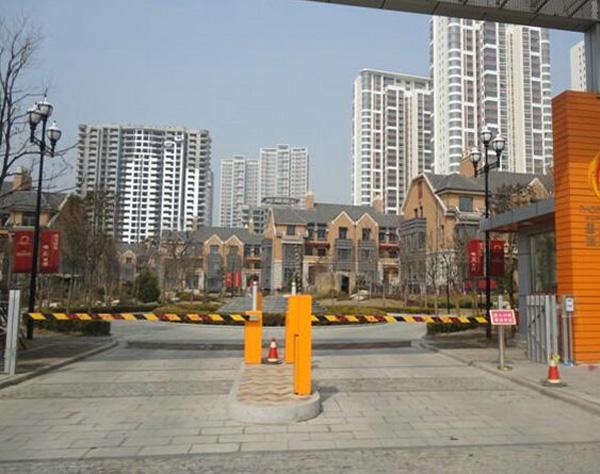 固镇直杆道闸门选购安装 值得信赖 蚌埠市宏润门窗供应
