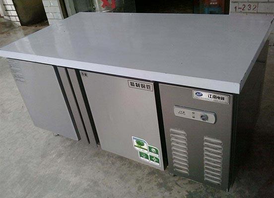 武汉展示柜设备回收费用 欢迎来电 武汉市黄陂区嘉烁鸿鑫酒店用品供应