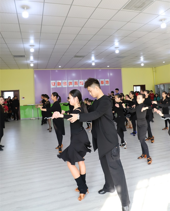 蚌埠二实小学习拉丁舞寒假班 欢迎咨询 蚌埠市领航舞蹈供应