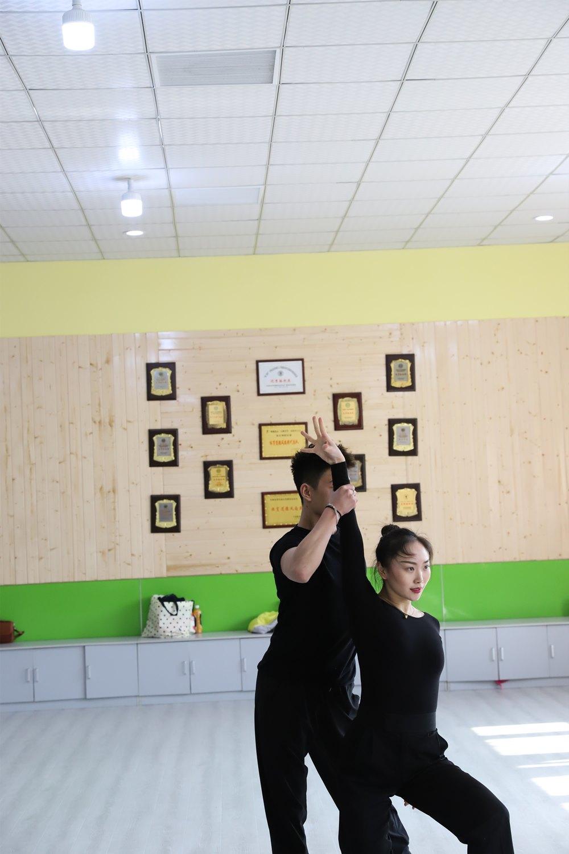 蚌埠商之都斗牛拉丁舞國級教師任教 推薦咨詢 蚌埠市領航舞蹈供應