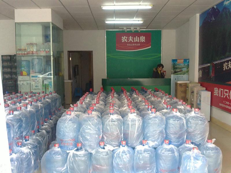 桶装水销售价格 西安市高新区咕咚桶装水配送供应