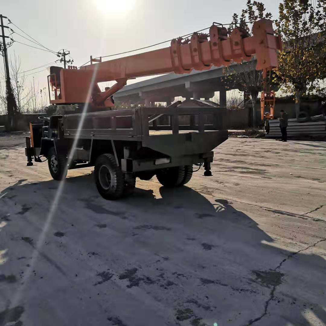 河南小型平板四驱随车吊 济宁力征工程机械供应