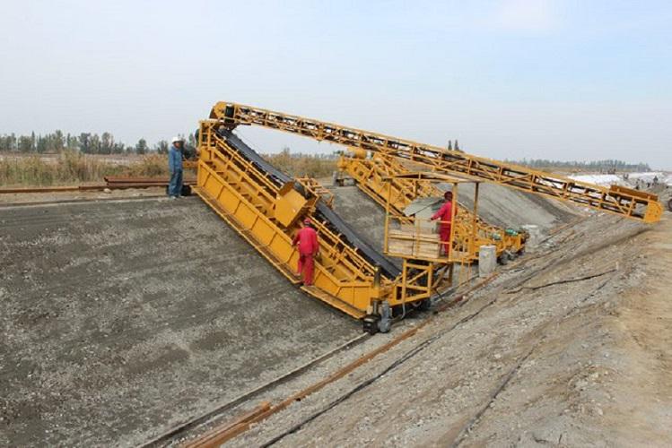 黑龙江渠道衬砌机型号「河南冠阳机械设备供应」