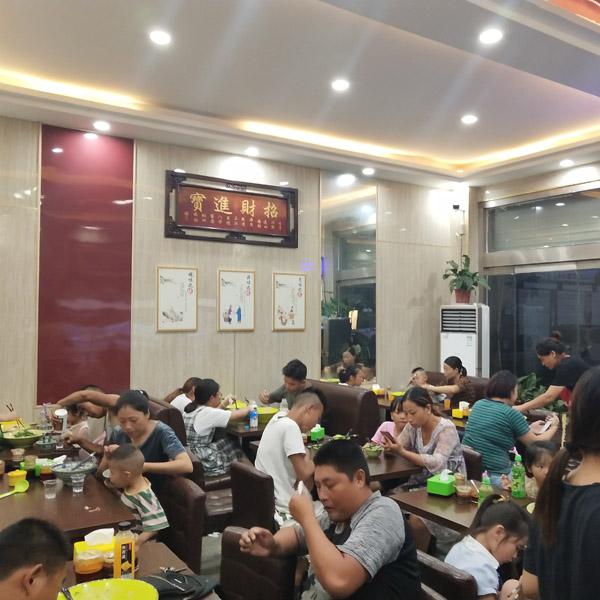 重庆正宗海鲜麻辣烫培训「龙岩市杨大碗餐饮供应」