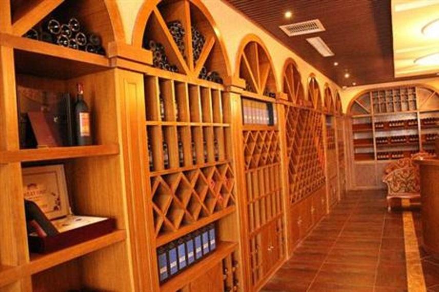 洛陽專業定制酒柜多少錢「洛陽臻珂家具供應」