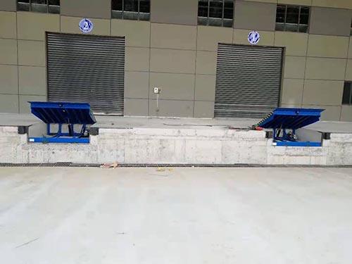 甘肃固定登车桥便宜 卓钢升降机械供应