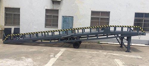 上海优质移动登车桥 托普供应
