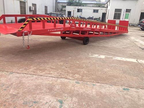上海优质移动登车桥直销 托普供应