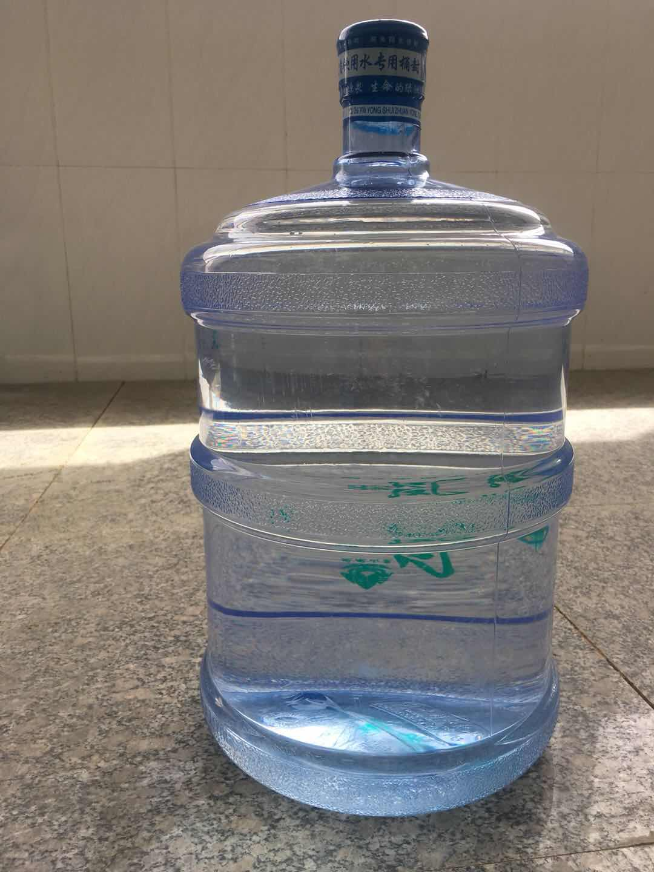 山東正規大桶水承諾守信「煙臺市鳳凰山純凈水供應」