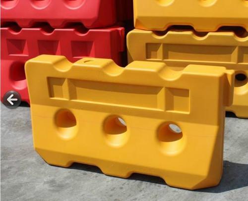 滚塑水马围栏安装 厦门宏乾交通设施工程供应