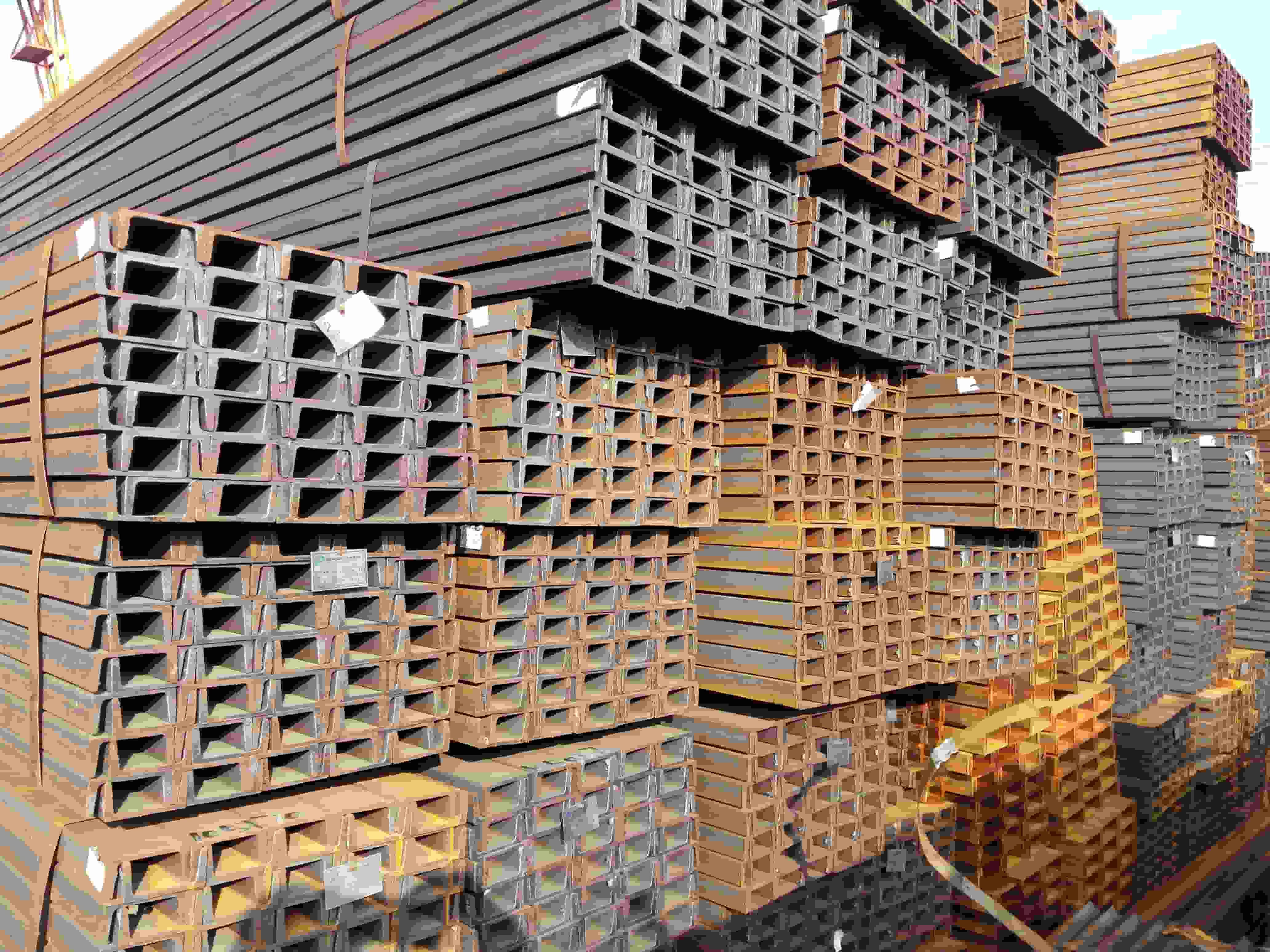 昆明槽钢价格多少一根 信誉保证 云南贸轩商贸供应
