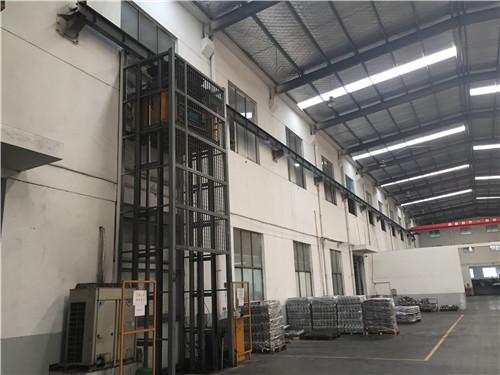 上海原装导轨式货梯制造厂家,导轨式货梯