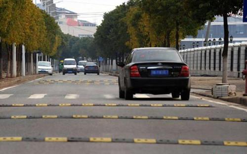 道路减速带生产厂家 厦门宏乾交通设施工程供应