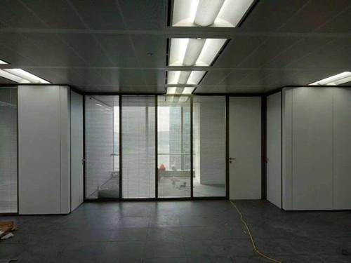 厦门办公室玻璃隔墙订制 厦门中港豪华装饰工程供应