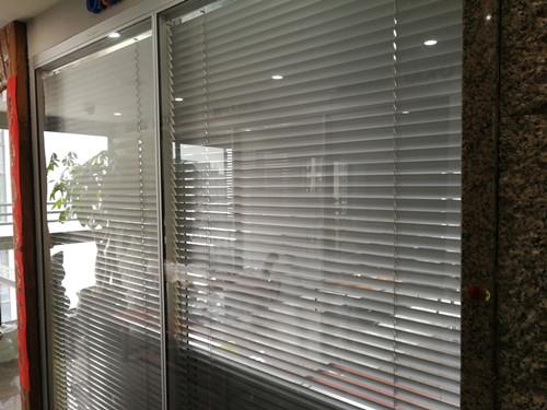 厦门隐形玻璃窗厂家直销 厦门中港豪华装饰工程供应