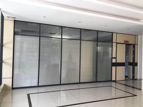 厦门办公室玻璃隔断价格 厦门中港豪华装饰工程供应