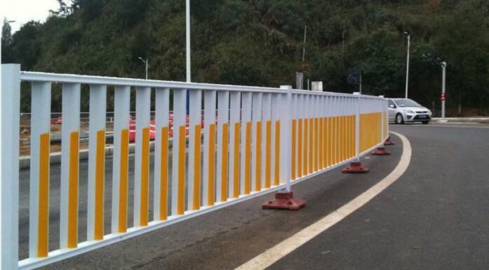 马路隔离护栏定制 厦门宏乾交通设施工程供应