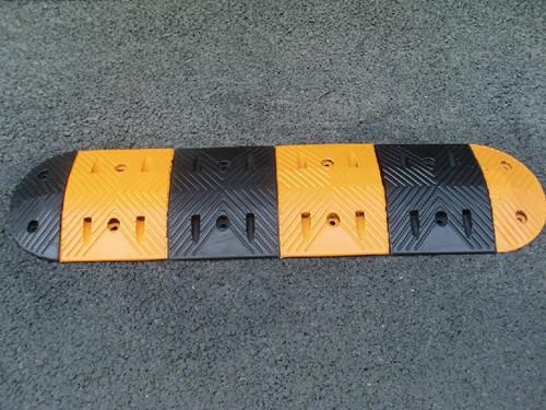 路面减速带厂家直销 厦门宏乾交通设施工程供应