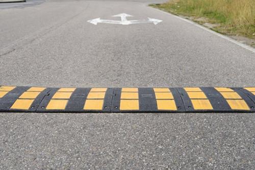 泉州道路减速带厂家直销 厦门宏乾交通设施工程供应
