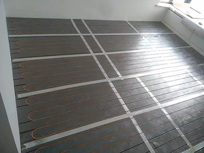厦门水地暖安装费用 厦门易居阳光节能科技供应