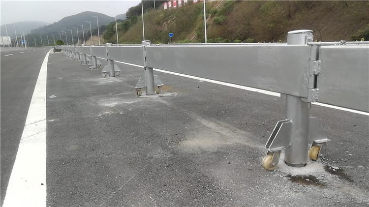 厦门防撞钢护栏价格 欢迎咨询 厦门宏乾交通设施工程供应