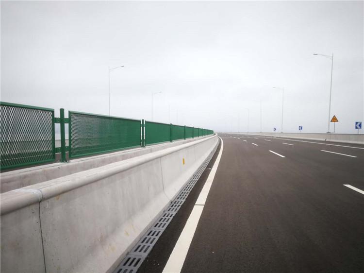 公路防撞护栏定制 厦门宏乾交通设施工程yabo402.com