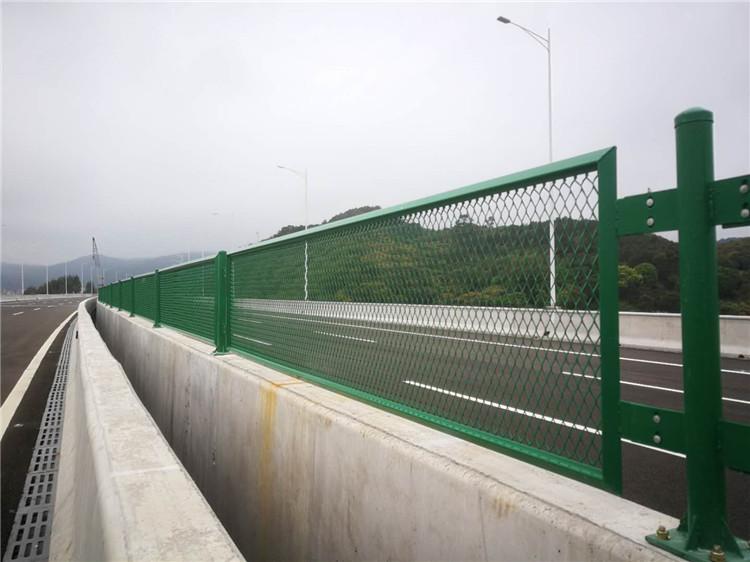 中央隔离护栏定制 厦门宏乾交通设施工程供应