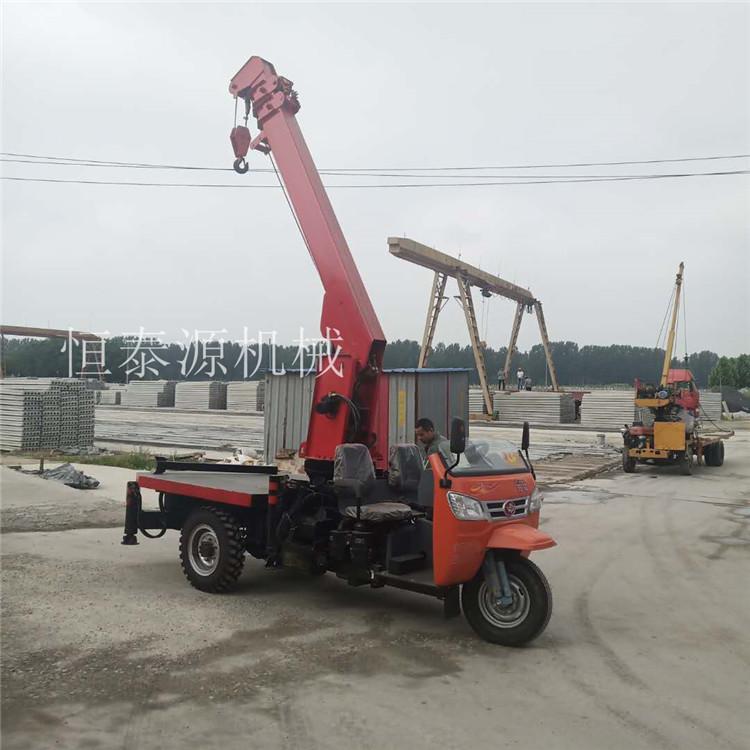 贵州直销五征底盘改装三轮随车吊电话 济宁市恒泰源工程机械供应