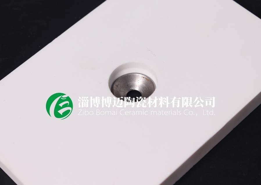 莱芜焊接带孔耐磨陶瓷衬片批发「淄博博迈陶瓷材料供应」