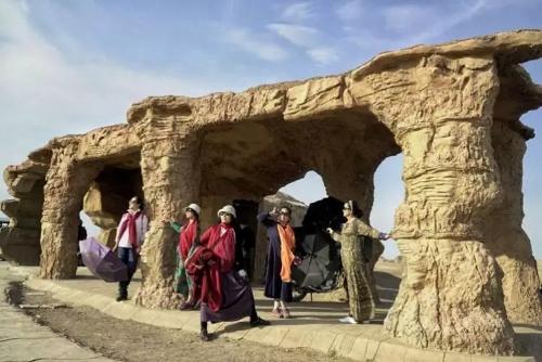 新疆旅游租车合同 信誉保证 新疆逸启程汽车服务供应