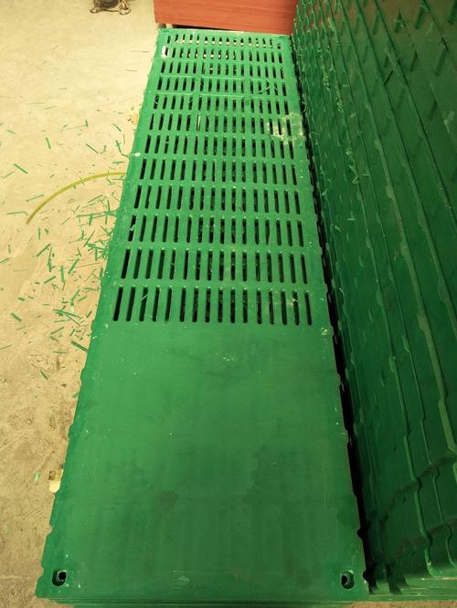 广东猪用复合板规格「卫辉市卫新机械供应」