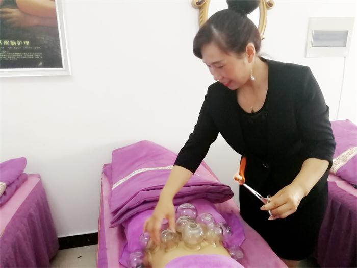 郑州专业美容培训班哪家好 抱诚守真 郑州英皇沙宣教育供应
