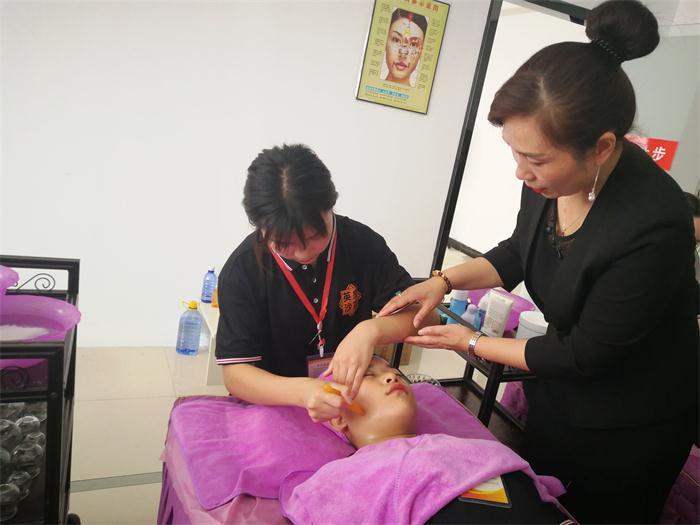 河南专业美容美发学校学费 推荐咨询 郑州英皇沙宣教育供应