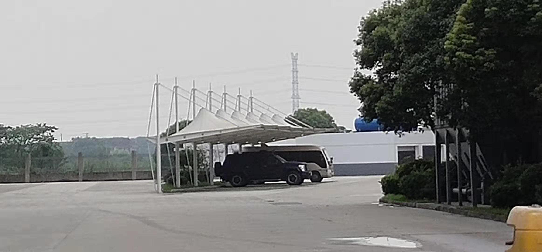 无锡知名拉杆式停车棚诚信企业「江阴宝来膜结构供应」