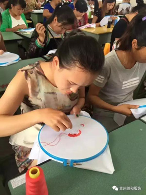 贵州优良刺绣旗袍制造厂家 抱诚守真「贵州创和服饰供应」
