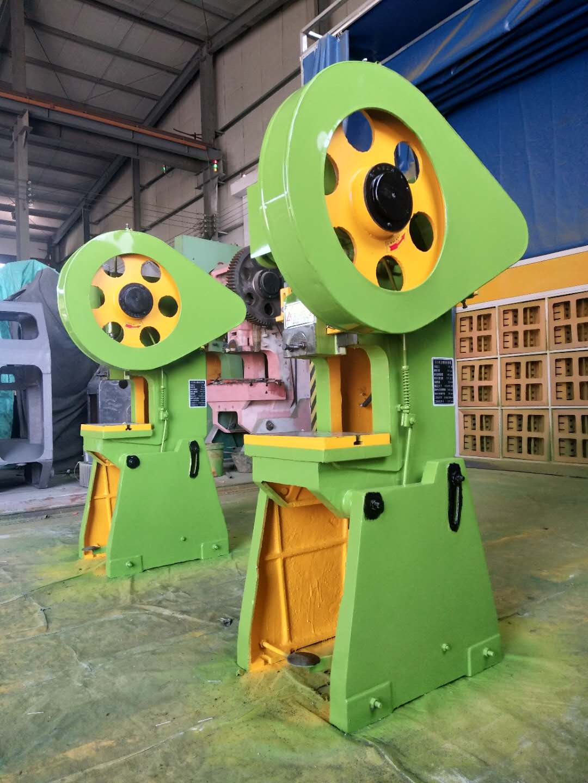 160吨可倾式冲床 南京晶石机械设备供应