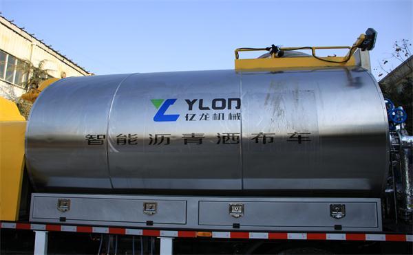 重庆大型沥青洒布车找哪家 新乡市亿龙养护设备供应