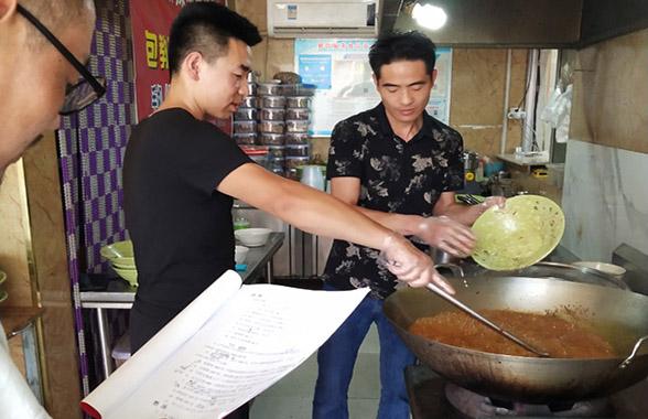 湖南串签麻辣烫培训技巧「龙岩市杨大碗餐饮供应」