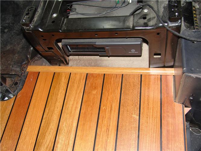 常熟奔驰唯雅诺木地板改装案例 苏州正邦房车内饰供应