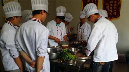 昆明有名厨师 服务至上 云南先科职业培训学校供应