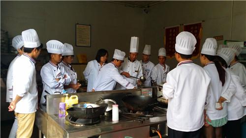昆明正规厨师需要培训多久 服务至上 云南先科职业培训学校供应