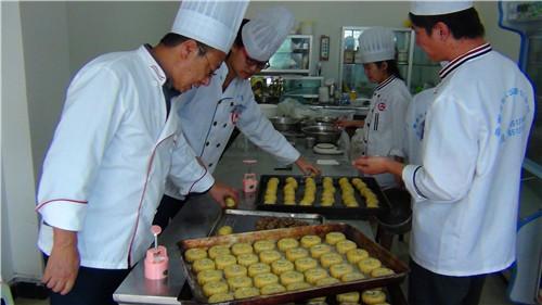 昆明小吃面点培训学校 值得信赖 云南先科职业培训学校供应