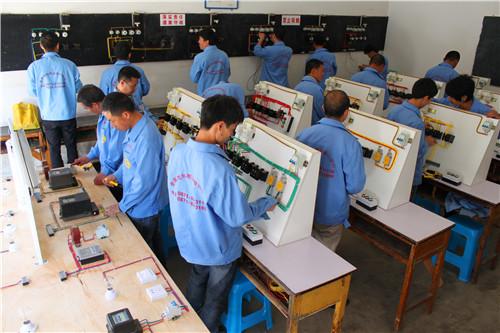 云南中级维修电工培训价格,电工