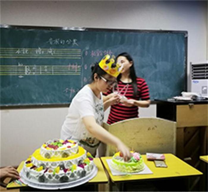 郑州播音艺考培训学校哪家好 客户至上「河南河大艺考教育科技供应」