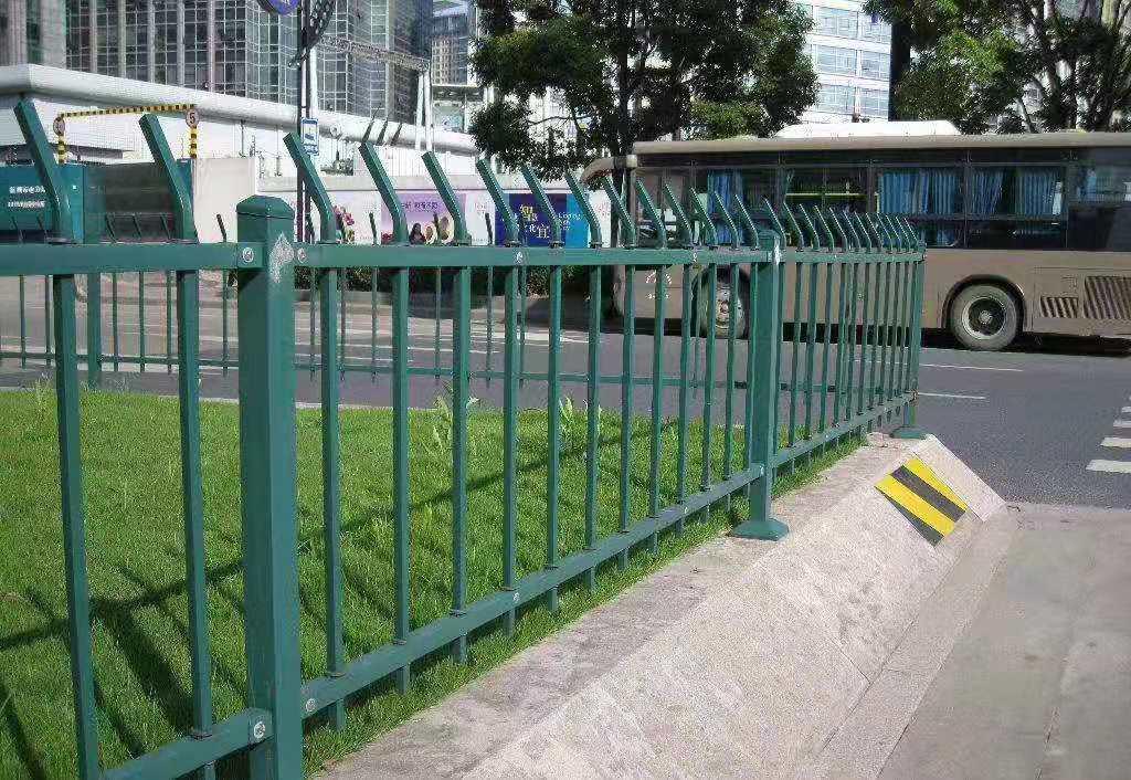 销售草坪护栏价格如何计算「阜阳市众鼎商贸供应」