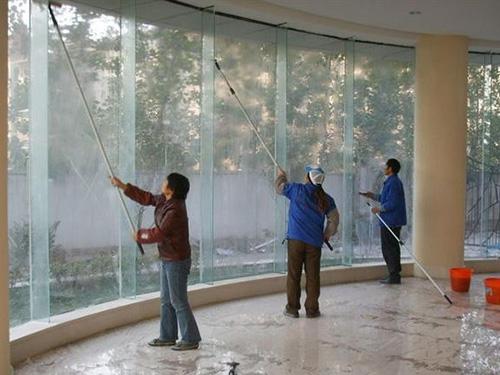 兰州办公楼擦玻璃要多少钱 欢迎来电 兰州洁联佳馨家政服务供应