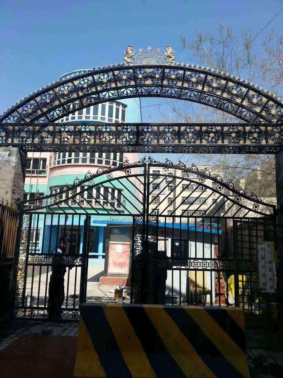 新疆乌市道路隔离护栏销售价格,护栏