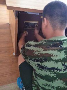 泰安泰山防盗门锁开锁电话8855110 泰安市泰山区老兵锁具维修供应
